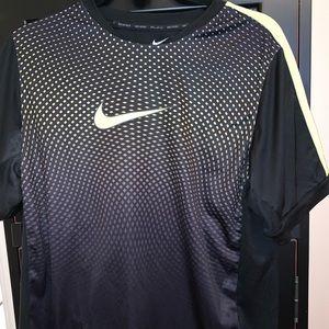 Nike soccer shirt L